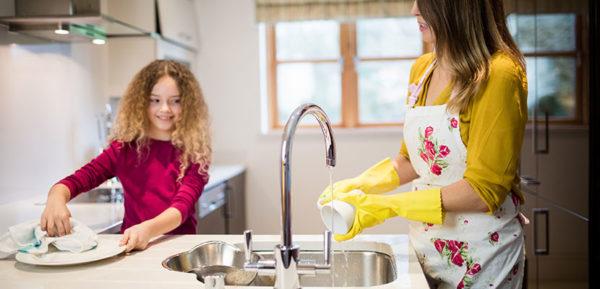 Domowe obowiązki drogą do zawodowych sukcesów w dorosłości – informuje płocki psycholog