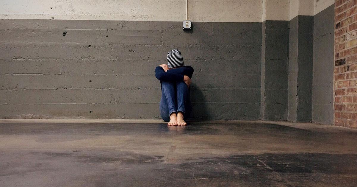 Dlaczego nastolatki cierpią? I jak ich zrozumieć? Radzi płocki psycholog.